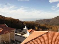 Новый посёлок домов в местечке Зупци