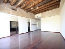 Квартира с большим потенциалом в Барселоне