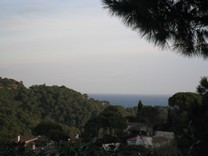 Небольшая вилла с видом на море в Lloret de Mar