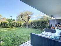 Четырехкомнатная квартира с шикарным садом в Антибе