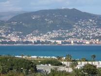 Пентнахус возле моря и Square Marcel Kirchner