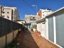 Трехэтажный таунхаус в районе La Prosperitat