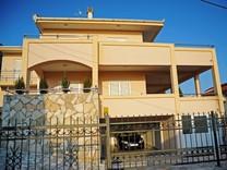 Современный дом с видом на море в Утехе