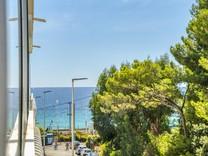 Двухкомнатная квартира с видом на море в Каннах