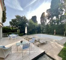 Дом с бассейном в 500-х метрах от моря в Каннах, продажа. №41132. ЭстейтСервис.