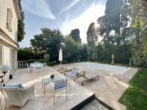 Дом с бассейном в 500-х метрах от моря в Каннах