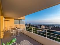 Стильная квартира с панорамным видом на море
