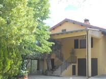 Дом с бассейном и большим участком в Sainte Sabine