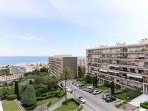 Трехкомнатные апартаменты с видом в Fabron