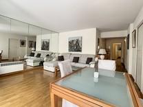 Большая квартира с потенциалом на знаменитой rue d'Antibes