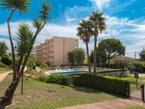 Апартаменты в закрытой резиденции с бассейном в Ницце