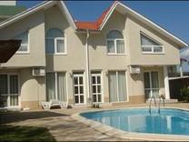 Новый дом с бассейном в Равде