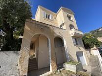 Большой особняк под реставрацию поблизости от Монако
