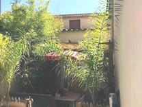 Дом с восьмью спальнями в центре Валлорис