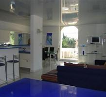 Большие четырехкомнатные апартаменты с видом на море в Жуан-Ле-Пене, продажа. №12007. ЭстейтСервис.