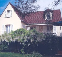 Дом в пригороде Парижа с видом на реку, продажа. №7046. ЭстейтСервис.