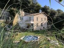 Просторный дом под обновление в Ментоне