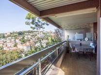Семейная квартира с панорамным видом в Ницце