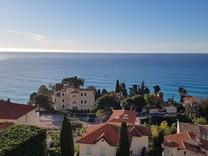 Четырёхкомнатная квартира с видом на море и Cap Martin