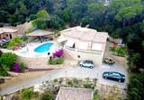Семейная вилла с бассейном в урбанизации Serra Brava