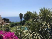Апартаменты с видом на море и бассейн в Sant Feliu de Guixols