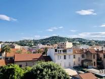 Двухкомнатная квартира возле моря в Cannes-la-Bocca