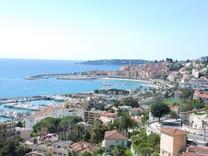 Пентхаус с видом на море, порт и Старый город Ментона