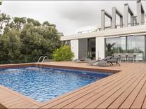 Авангардная вилла с бассейном в Сан-Висенс-де-Монтальт