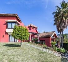 Атмосферный дом с пятью спальнями в Марбелье, продажа. №41623. ЭстейтСервис.