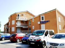 Апартаменты с просторными террасами и красивыми видами в Петроваце