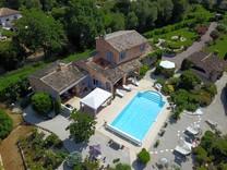 Провансальский дом парка Les bois de Valbone