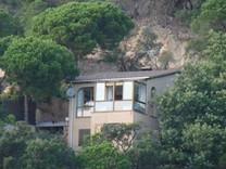 Вилла с видом на море в Росес, район Cala Canyelles