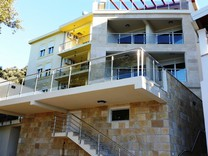 Большой дом на первой линии моря в Утехе
