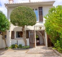 Дом в ста метрах от пляжа в Гольф-Жуане, продажа. №39776. ЭстейтСервис.