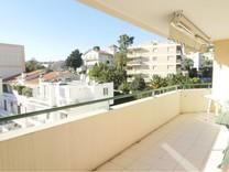 Солнечная квартира с большой террасой в Ницце