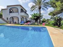 Симпатичный вместительный дом с видом на море и бассейном в Хавее