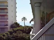Квартира с паркингом и видом на море в Рокебрюн