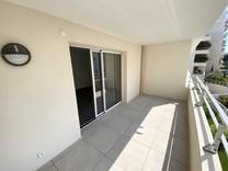 Новые трехкомнатные апартаменты в Антибах