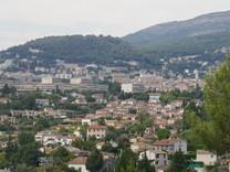 Атмосферный дом с хорошим участком в Grasse