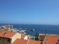 Небольшой дом с видом на море возле Монако