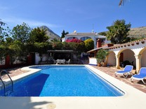Вилла с бассейном и видом на море в районе Castellans в Хавее