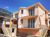 Элегантный дом с видом на море в Баре