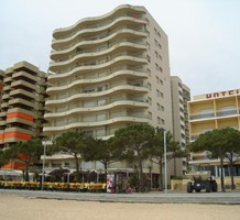 Вместительные апартаменты с 3 спальнями с видом на море в Пладжа-де-Аро, продажа. №13558. ЭстейтСервис.