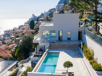 Современная вилла с видом на море в Roquebrune-Cap-Martin