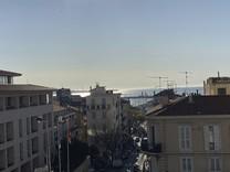 Просторные апартаменты с видом на море рядом с Marche Forville