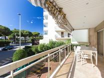 Просторная квартира с видом в ста метрах от моря в Palm Beach