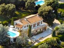 Дом с видом на море в районе Parc des Mimosas