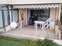 Квартира с паркингом, садом и видом на море в Босолей