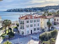 Представительная квартира с видом на море и Cap d'Antibes