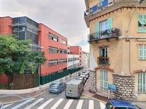 Трехкомнатная квартира в районе Мэрии в Ментоне